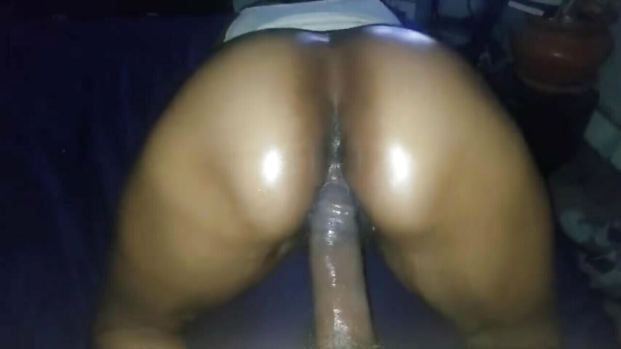 Oiled Mzansi big Ass rides big dick