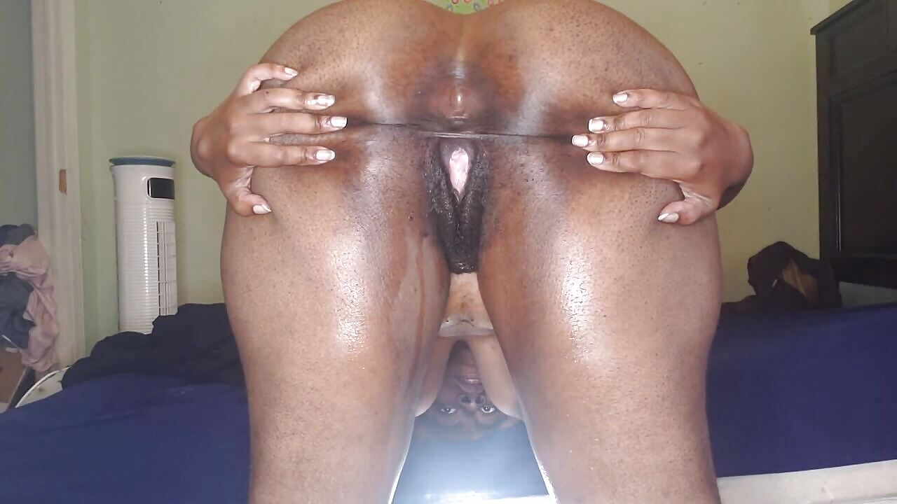 Horny BBW Flashing Black South African Pussy