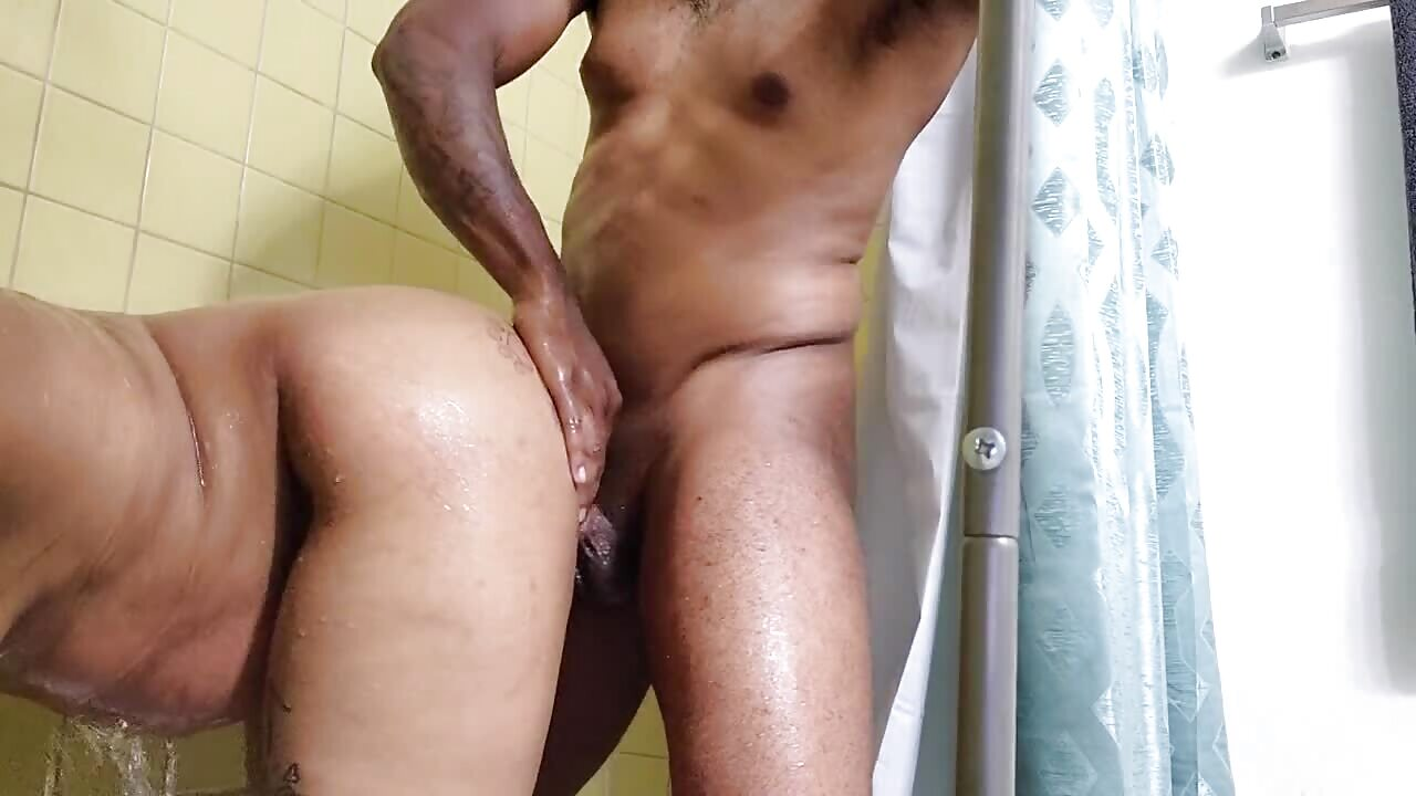 SA Coloured Mom Takes Backshots In The Shower